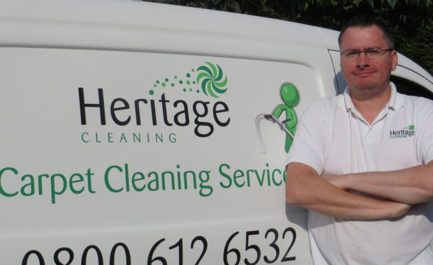 picture of handing keys over after an end of tenancy carpet cleaning
